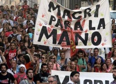 macri_para_la_mano_peq_-_telesur_0