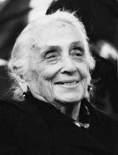 Dolores Ibárruti. La Pasionaria. Secretaria General del PCE