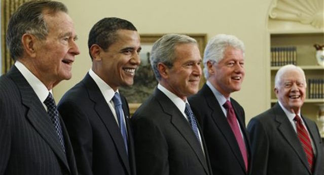 George H. W. Bush, Barack Obama, George W. Bush, Bill Clinton y Jimmy Carter, presidentes de EEUU