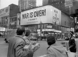 Teatro con obra titulada la guerra se ha acabado