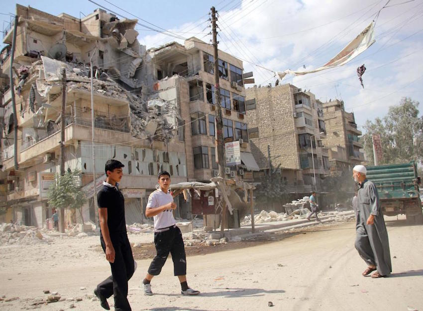 Calle con escombros en Alepo